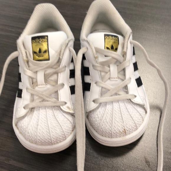 super popular cd7f7 7213f Kids size 8 adidas allstars